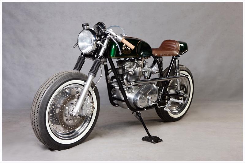 Pneu moto vintage 17 pouces